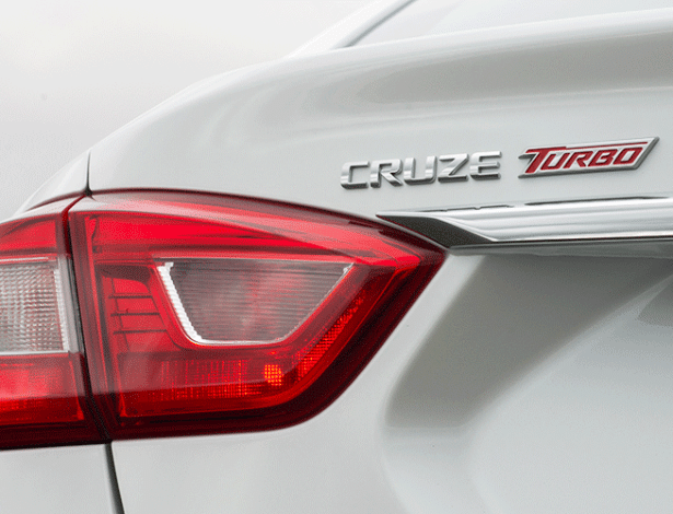 """Novo Cruze ganha emblema """"Turbo"""" e régua cromada, detalhes inexistentes nos EUA - Divulgação"""