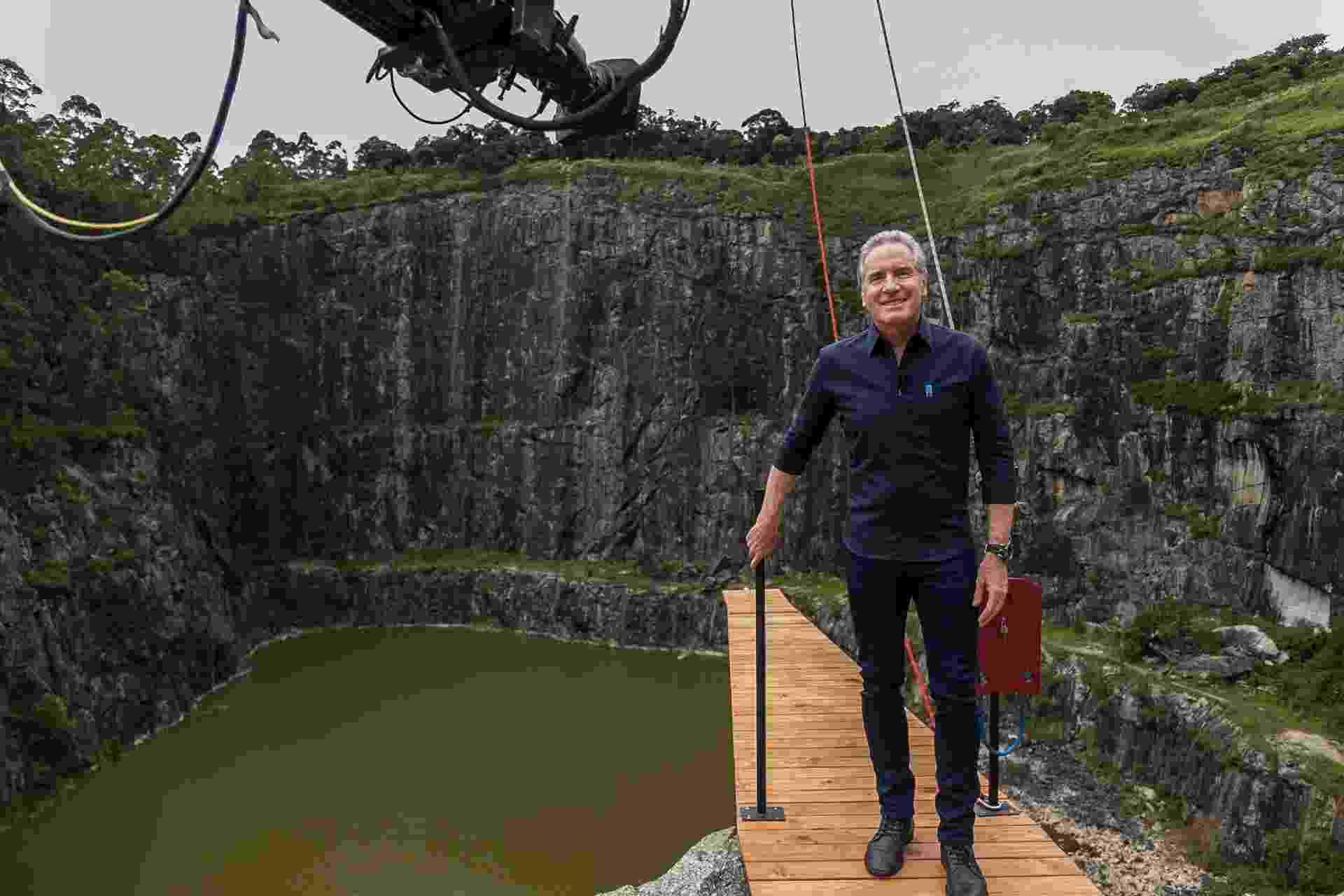 Roberto Justus grava o reality em uma pedreira em São Paulo - Divulgação/Record