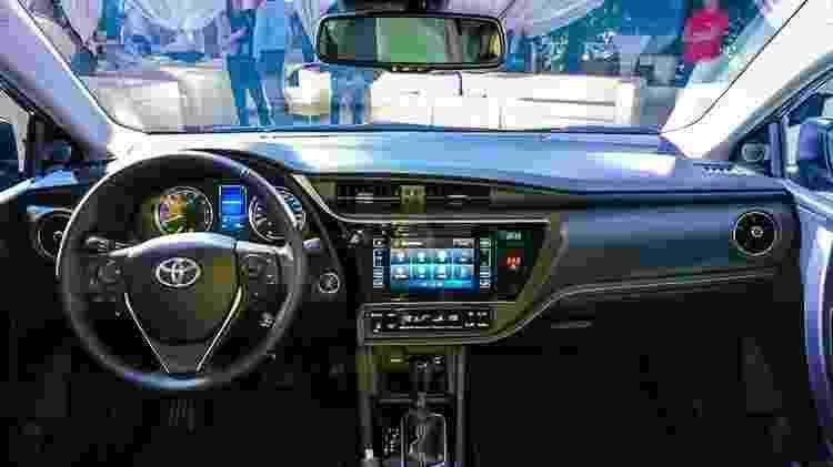 Toyota Corolla russo reestilizado central - Artemachkasov.com - Artemachkasov.com