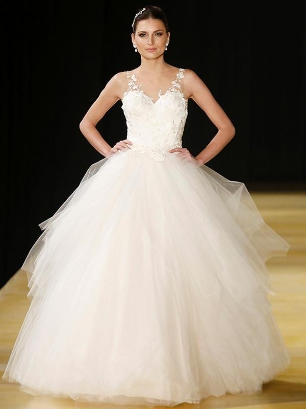 fecbae9bc Sonha em se casar como princesa? Veja onde achar um vestido bolo dos ...