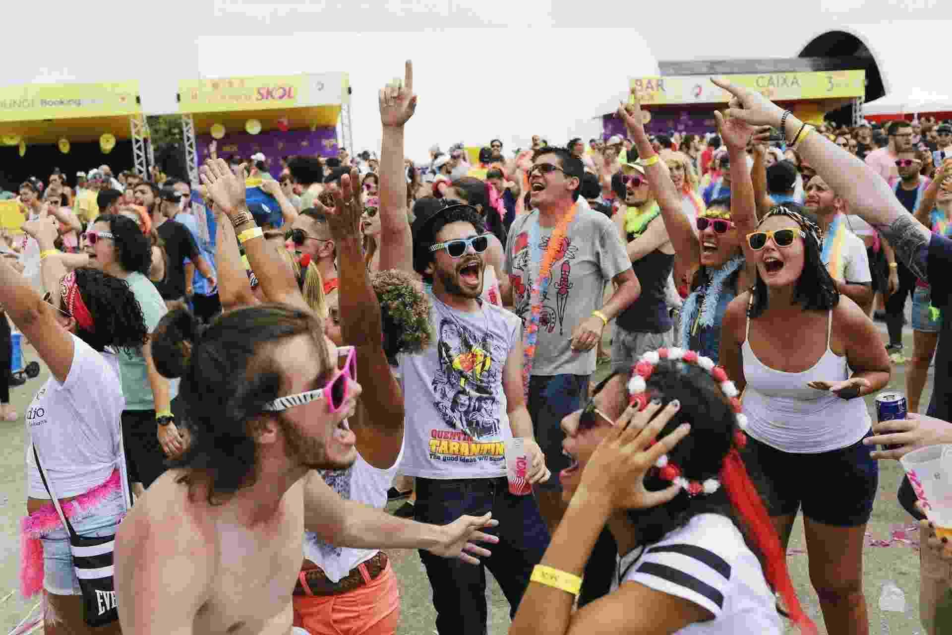 12.fev.2017 - O bloco Exagerado e a banda BaianaSystem comandam neste domingo (12) o segundo dia do evento Carnaval na Praça, no Memorial da América Latina, na zona oeste de São Paulo - Felipe Gabriel/UOL