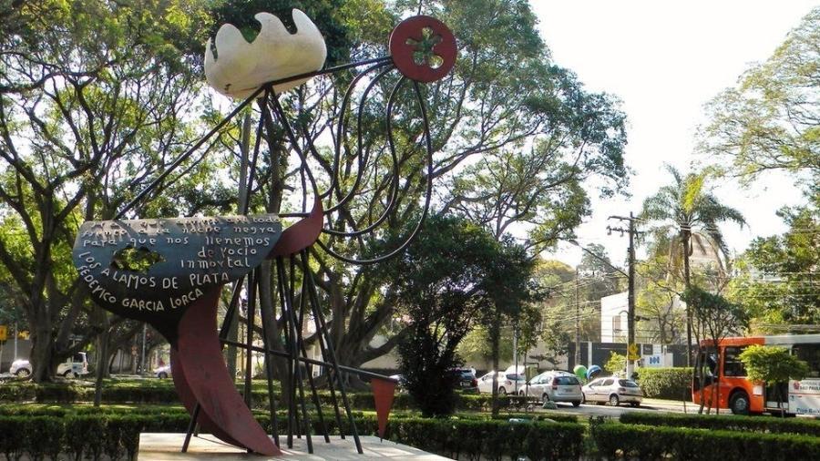 Monumento a Federico García Lorca, em São Paulo - Lais Modelli/BBC Brasil