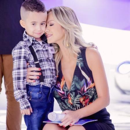 Eliana e o menino Biel - Instagram