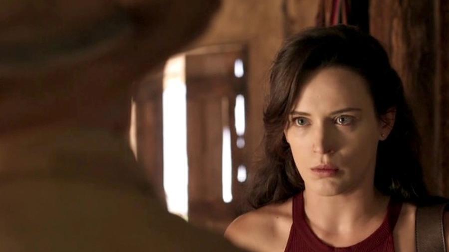 """Em """"O Outro Lado do Paraíso"""", Clara manda o avô tirar a mão do filho dela - Reprodução/Gshow"""