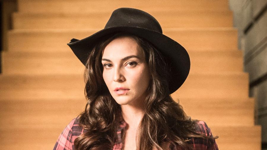 Aura (Taina Muller) é a nova namorada de Gael e já apanha no primeiro capítulo - TV Globo/Raquel Cunha