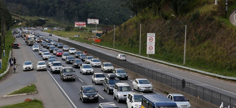 Recuperação do mercado de veículos novos não foi suficiente para reverter envelhecimento da frota - Luis Moura/Estadão Conteúdo
