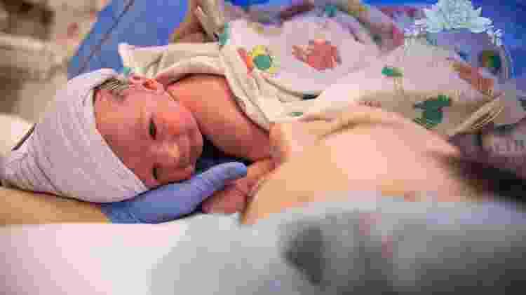 """Sullivan """"abraçou"""" a mãe logo após o nascimento - Laura Shockley Photography - Laura Shockley Photography"""