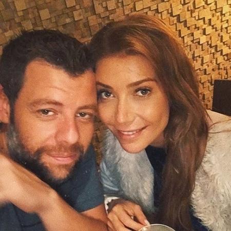 Luiza Possi posa ao lado do noivo, o diretor Cris Gomes - Reprodução/Instagram