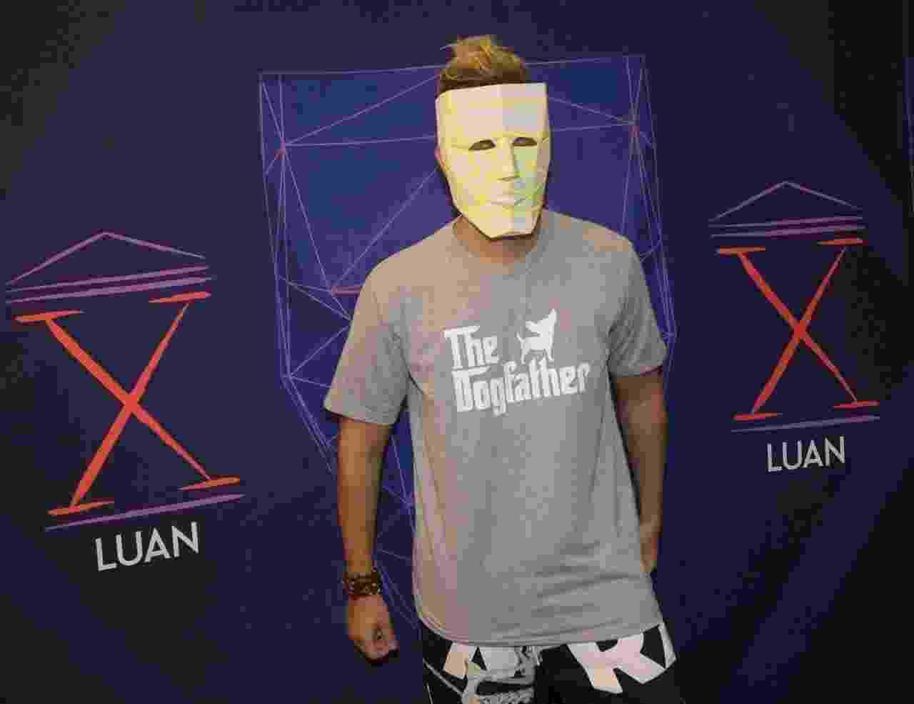 """Luan Santana estreia turnê """"Ano X"""" em São Paulo e intriga fãs com máscara - Francisco Cepeda/AgNews"""