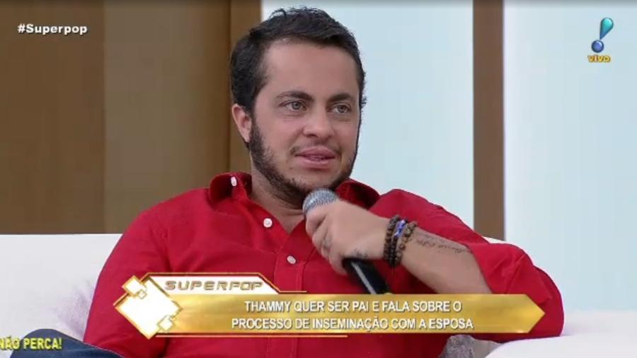 """Thammy Miranda no """"Superpop"""" - Reprodução/Rede TV"""