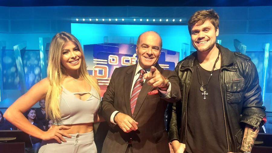 Marcelo de Carvalho com os ex-BBBs Jaqueline Grohaslki e Breno Simões  - Divulgação/RedeTV!
