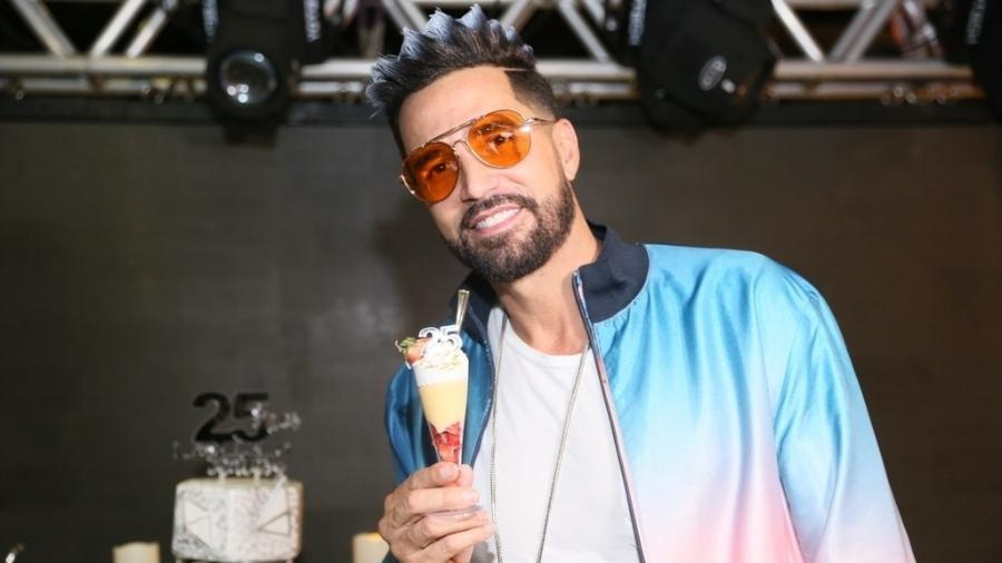 O cantor Latino  - Anderson Borde e Daniel Pinheiro/AgNews