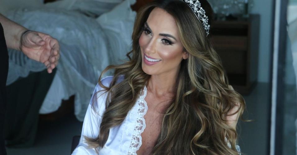 Nicole Bahls nos retoques finais da preparação para o casamento com o modelo Marcelo Bimbi