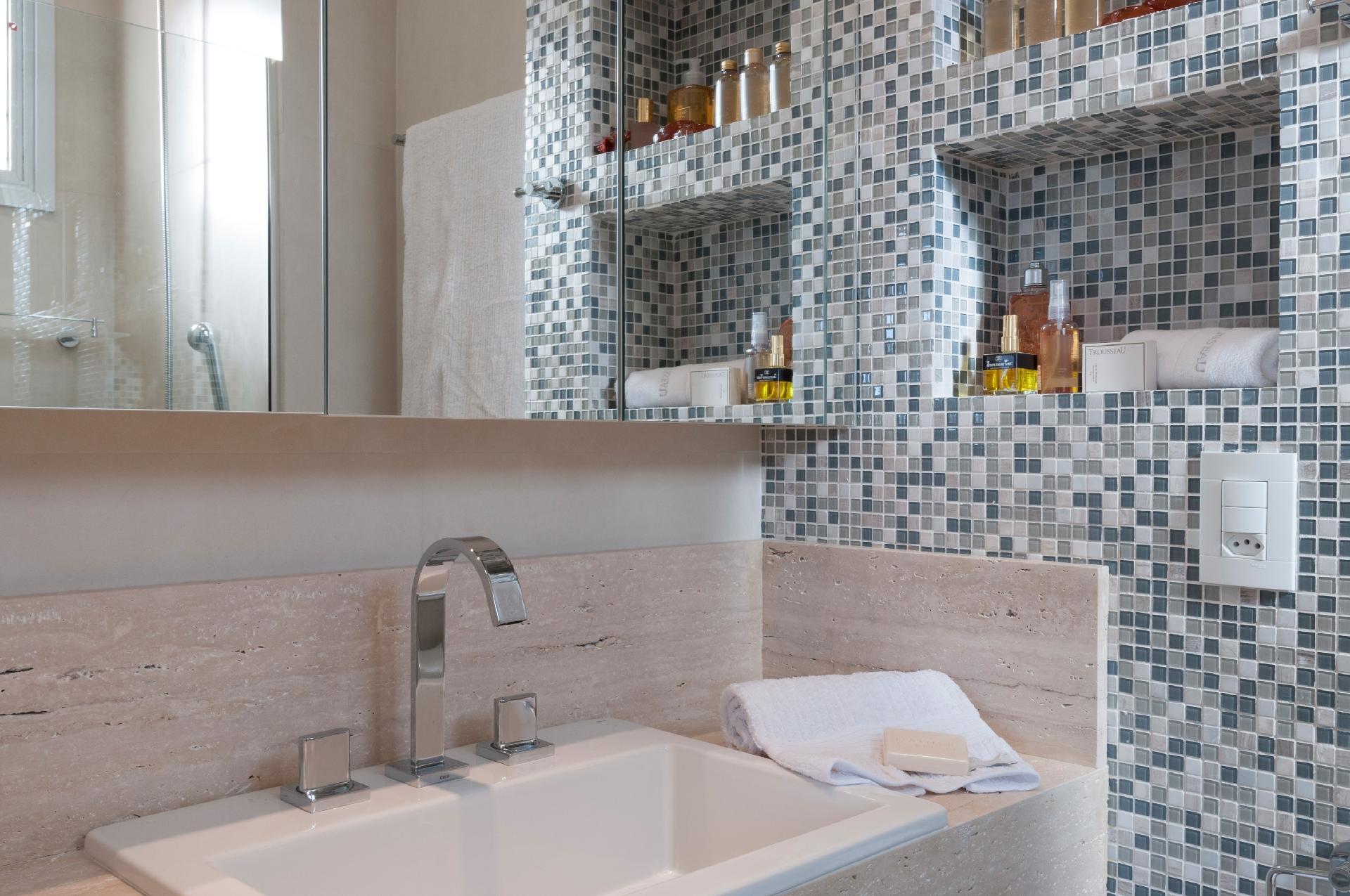 4e6786423 Fotos  Inspire-se nestes projetos de banheiros pequenos a partir de ...