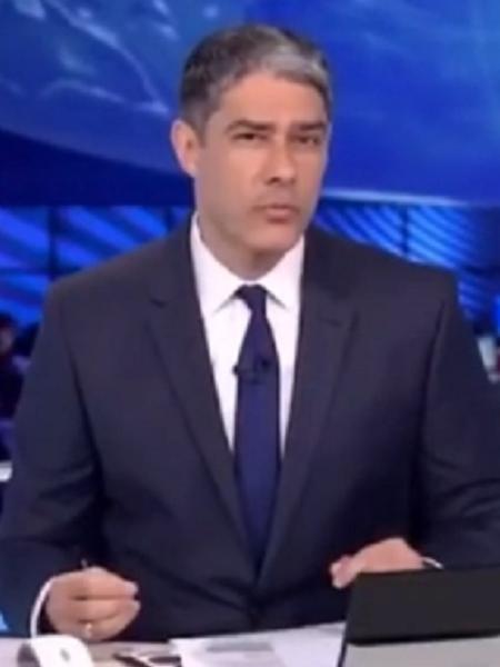 """Cantor Gabriel Diniz aprova William Bonner cantando """"Jenifer"""" - Reprodução/TV Globo"""