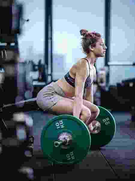 """Com um único movimento, muitas vezes, é possível trabalhar vários músculos ao mesmo tempo e """"cortar"""" exercícios do treino - iStock"""