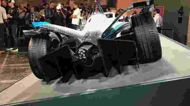 Detalhe do difusor traseiro de fibra de carbono; recarga das baterias do Mercedes EQ leva 45 minutos - Ricardo Ribeiro/Colaboração para o UOL