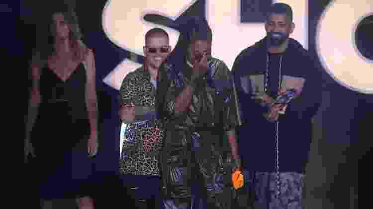 Ludmilla chora ao ser premiada como melhor cantora - Divulgação