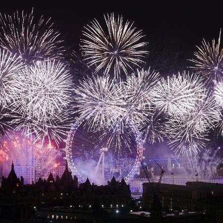 Festa de ano novo na London Eye, na Inglaterra: muda tudo quando muda o ano? - iStock