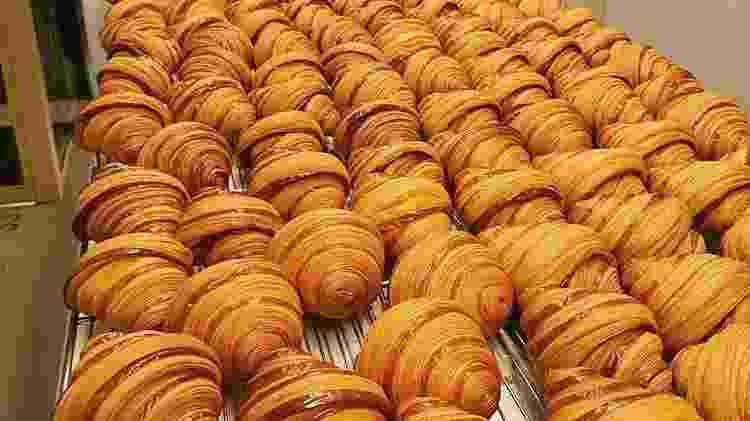 Fornada de croissants na Cedric Gorlet Opéra, onde Nuno trabalha hoje - Reprodução Instagram - Reprodução Instagram
