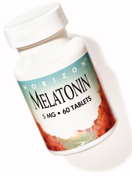 Hormônio naturalmente produzido pelo corpo, a melatonina é encontrada em forma de comprimidos (que no Brasil só podem ser vendidos com receita médica, em farmácias de manipulação) - iStock