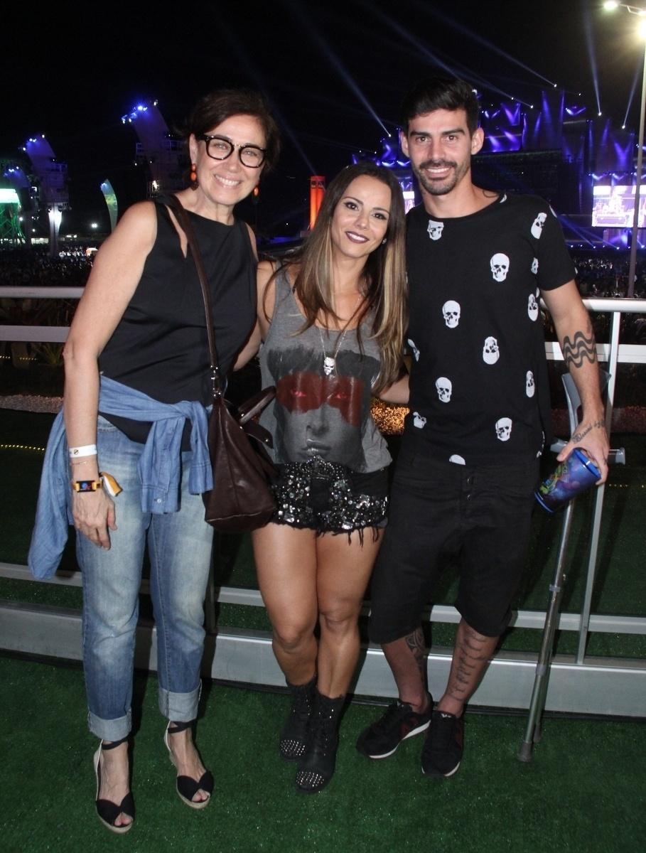 18.set.2015 - Lília Cabral posa com Viviane Araújo e Radames