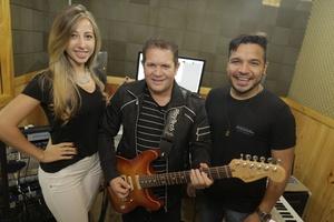 Ximbinha ao lado de Leya e Gêh Rodriguez, novos vocalistas do X-Calypso