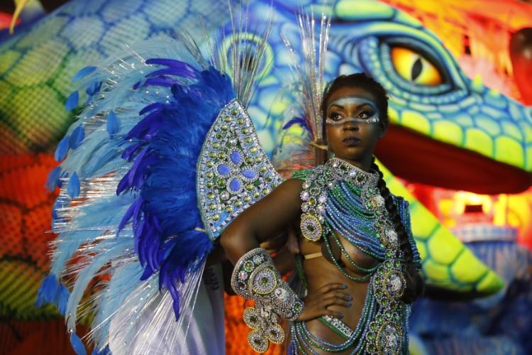 6.fev.2016 - Musa se prepara o desfile de Unidos de Vila Maria, que desfila na madrugada deste sábado
