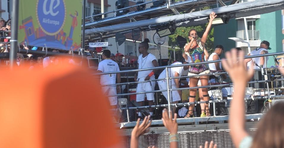 """8.fev.2016 - Ivete Sangalo começa seu terceiro desfile no Carnaval de Salvador 2016 com """"Bota Pra Ferver"""" e brinca: """"No final do percurso vocês estarão ainda mais apaixonados por mim"""""""