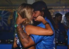 Marcelo Falcão beija loira em camarote da Sapucaí - Divulgação/ Camarote BOA