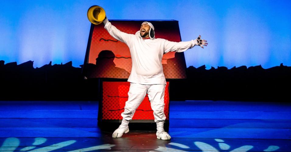 Tiago Abravanel no papel de Snoopy, no musical
