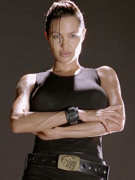 """Angelina Jolie em """"Lara Croft: Tomb Raider"""" (2001) - Reprodução"""