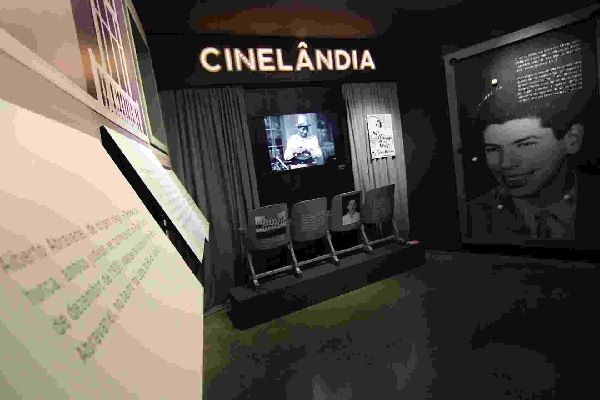 """Sala de cinema reproduz filme favorito de Silvio Santos na exposição """"Silvio Santos Vem Aí"""", no MIS (Museu da Imagem e do Som), em São Paulo - Júnior Lago/UOL"""