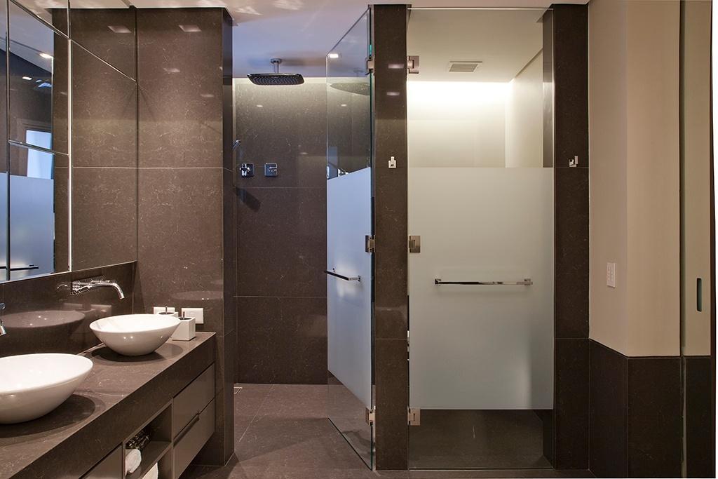 O apartamento na Vila Nova Conceição, em São Paulo, pertence a uma família composta por um casal e duas filhas. A reforma do imóvel de 450 m² foi projetada pela arquiteta Consuelo Jorge