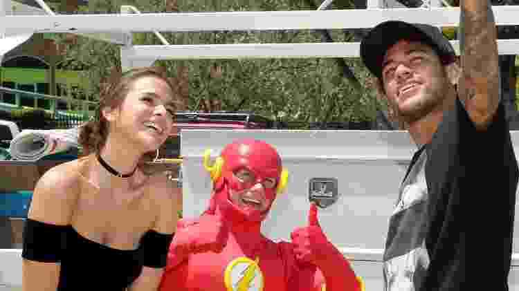 Neymar e Bruna Marquezine fazem selfie com um Flash no parque Six Flags Magic Mountain, na Califórnia - Mathew Imaging/WireImage - Mathew Imaging/WireImage