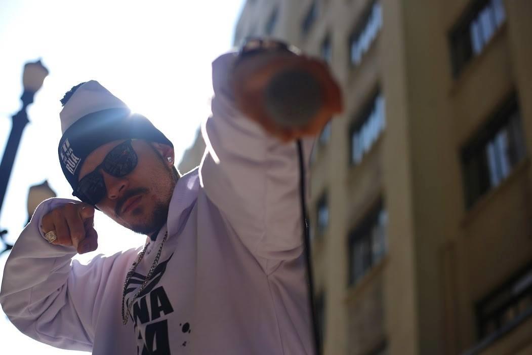 De morador de rua a sucesso na TV  como rap mudou a vida de Rafael Teixeira  - 25 07 2017 - UOL Entretenimento af929955330