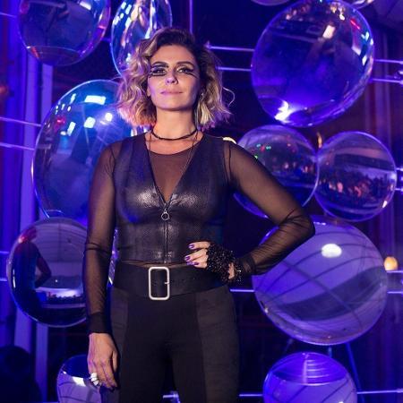 Luzia (Giovanna Antonelli) volta ao Brasil como a DJ Ariella, que é cheia de estilo - Divulgação/Globo