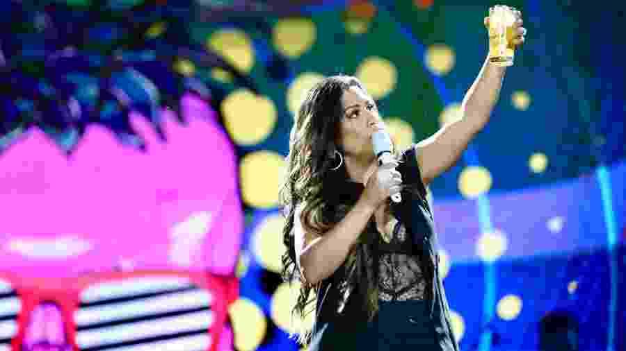 Simone faz brinde no palco do VillaMix Goiânia  - Manuela Scarpa/Brazil News