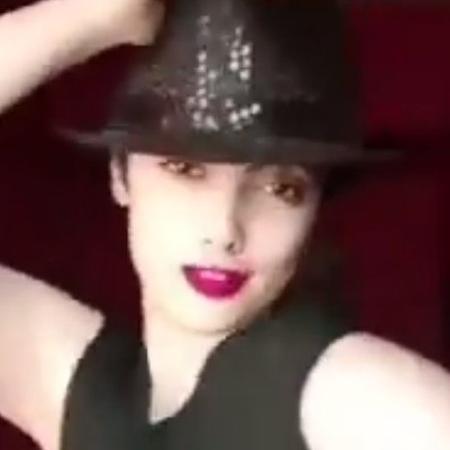 A jovem Maedeh Hojabri foi presa por aparecer nas redes sociais dançando sem usar o véu obrigatório na cabeça - Maedeh Hozhabri/Instagram