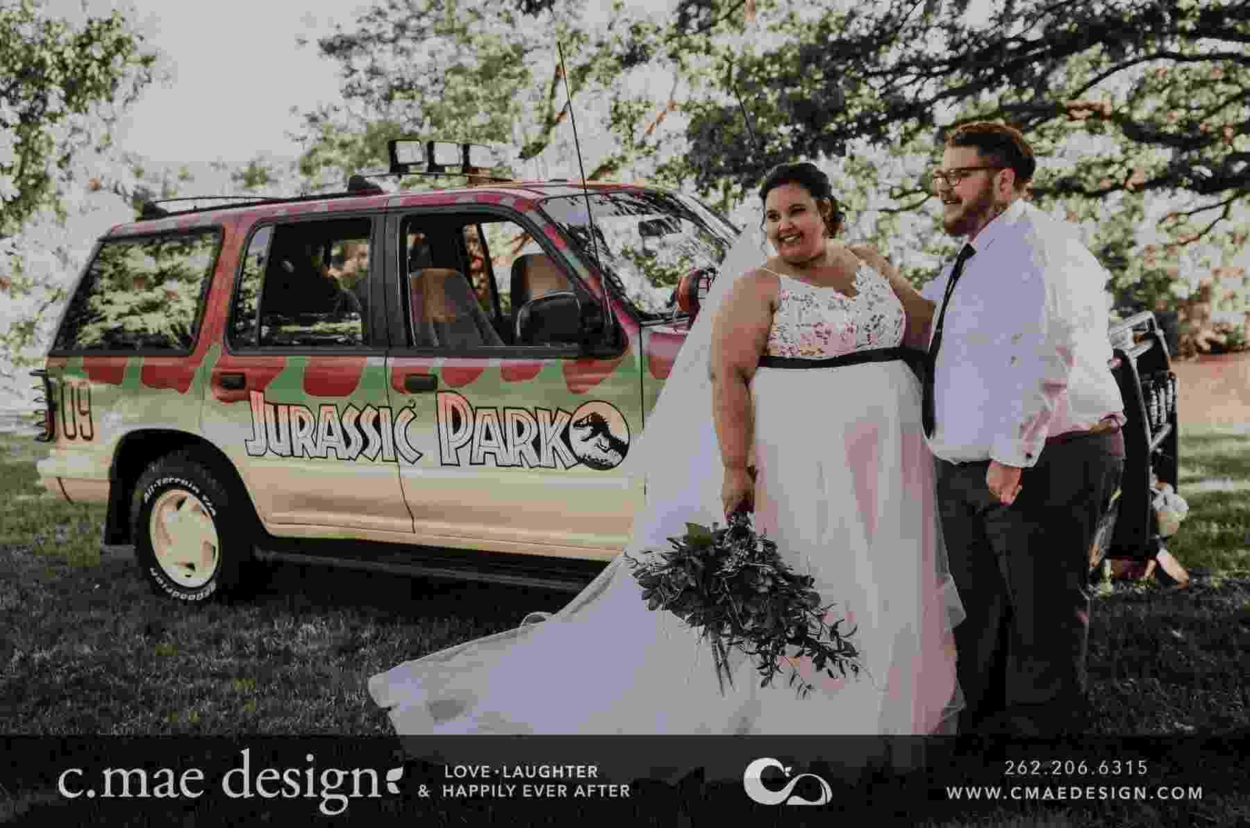 """Veja mais imagens do casamento inspirado pelo filme """"Jurassic Park"""" - Reprodução/Facebook C.Mae Design LLC"""