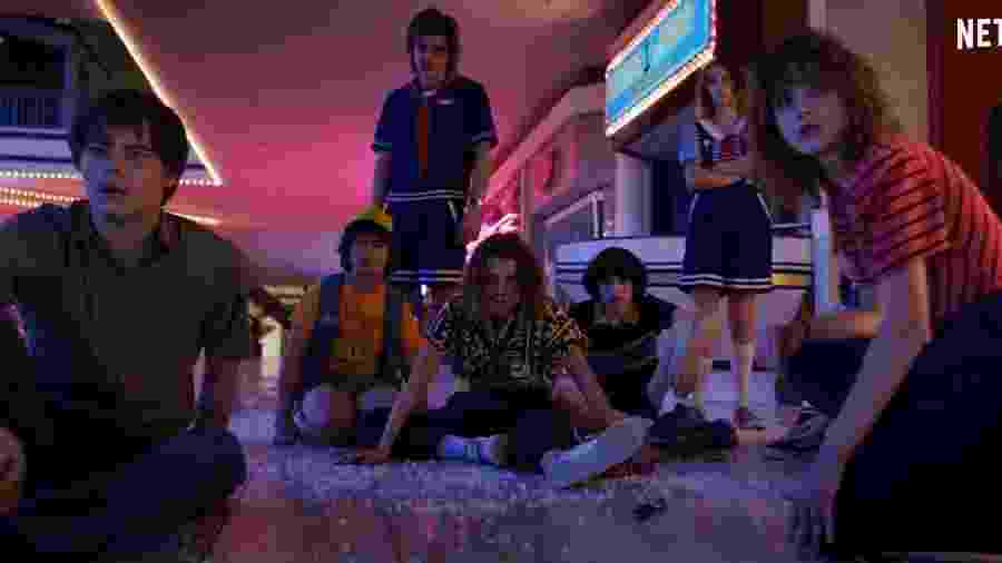 Crianças estão reunidas no trailer da terceira temporada de Stranger Things - Reprodução/YouTube