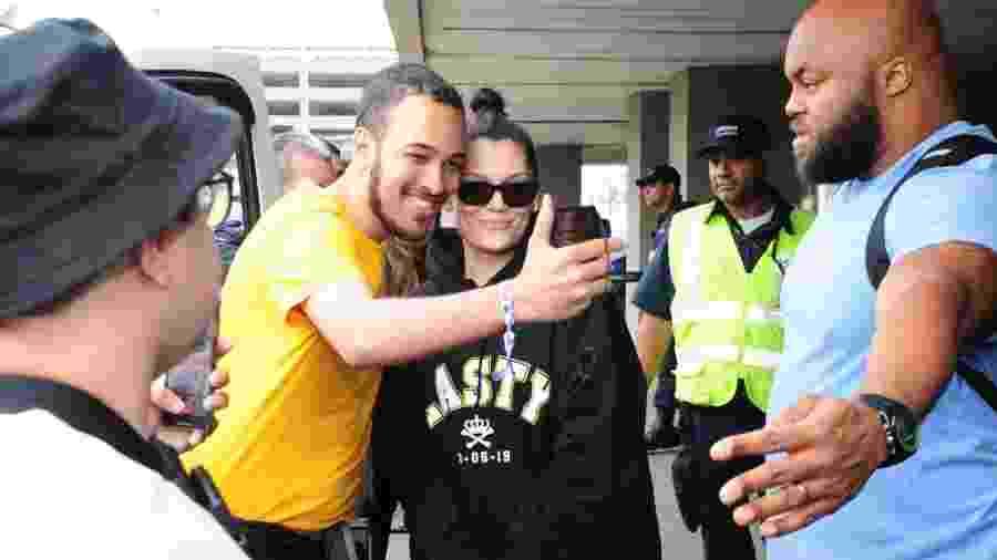 Jessie J interage com fãs em sua chegada ao Rio de Janeiro - Webert Belicio/AgNews