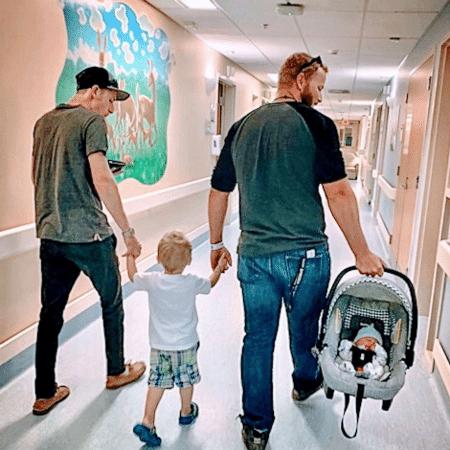 Mãe viraliza com foto em que mostra seus filhos com seus respectivos pais - Reprodução/Instragram