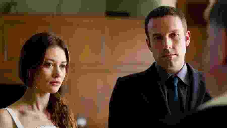 Olga Kurylenko com Ben Affleck em cena de Amor Pleno (2012) - Divulgação/IMDb