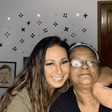 Valesca ao lado da mãe, Regina Célia dos Santos - Reprodução / Instagram