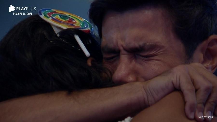 A Fazenda 2020: Mariano chora durante festa - Reprodução/Playplus