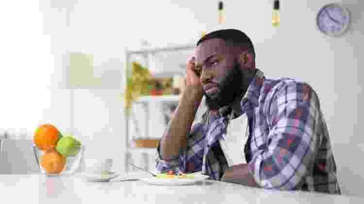 homem sem fome; comida; apetite - iStock - iStock