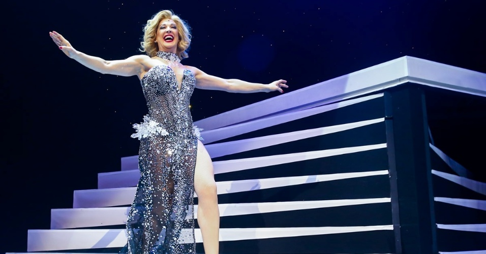 Claudia Raia em cena do espetáculo