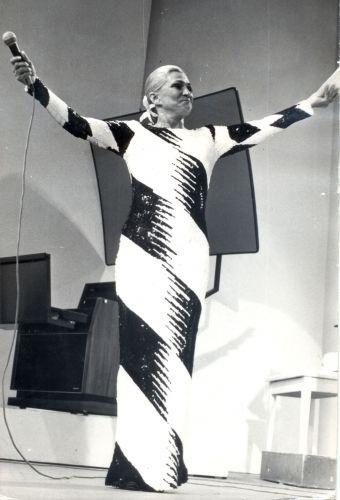 A apresentadora Hebe Camargo na TV Bandeirantes na década de 80