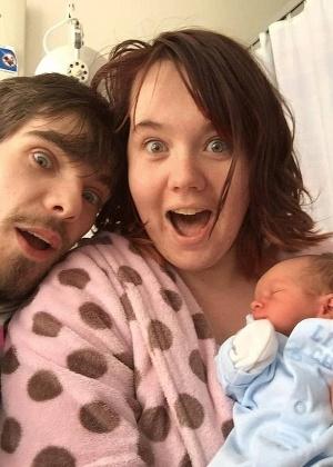 Ben, Amanda e o bebê, Terrence, que nasceu com 35 semanas - Reprodução/Daily Mail
